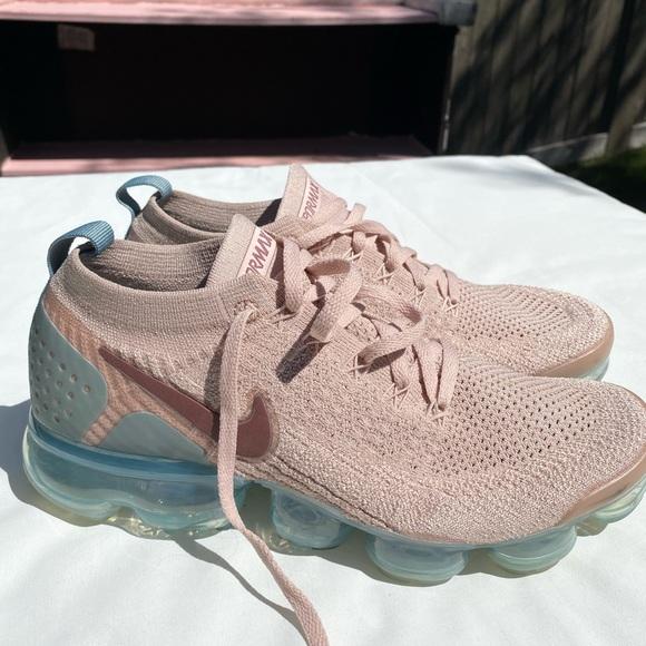 Women's size 10 pink Nike vapormax